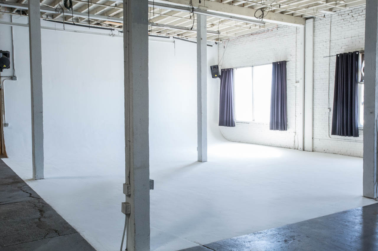 white seamless backdrop film and photo studio with natural light and amenities in downtown la