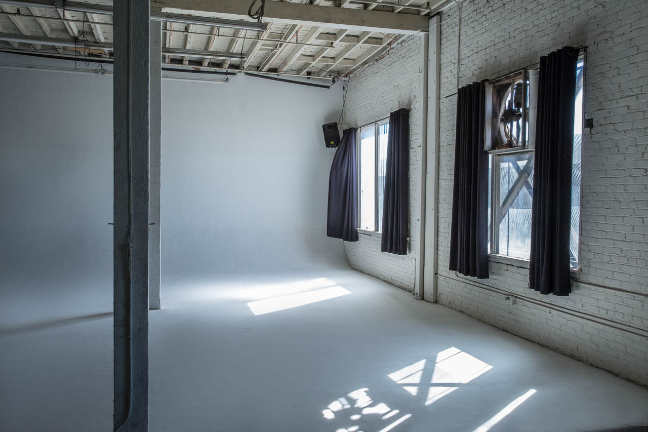 natural light cyclorama cycwall studio for film and photo shooting in dtla warehouse